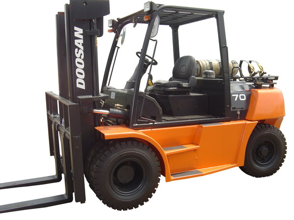 Doosan Forklift 13,500 - 20,000 lb Internal Combustion Pneumatic Series